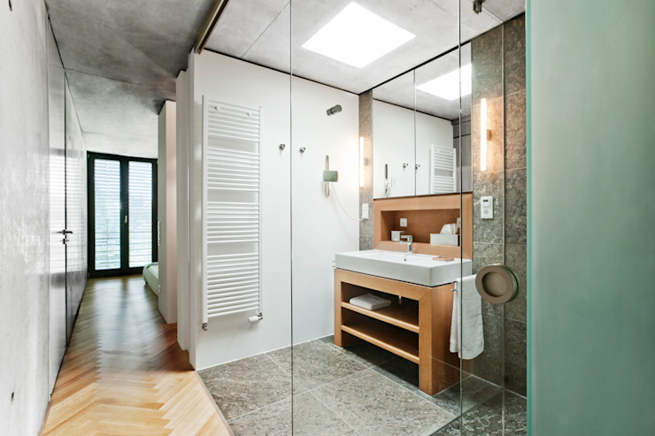 Baños de estilo moderno de Oliver Keuper Architekt BDA Moderno