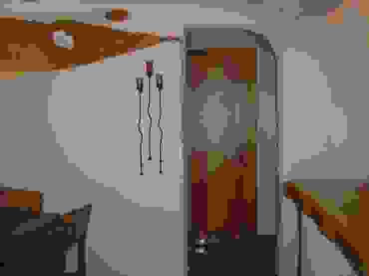 Pasillo con accesorios Pasillos, vestíbulos y escaleras mediterráneos de Cenquizqui Mediterráneo