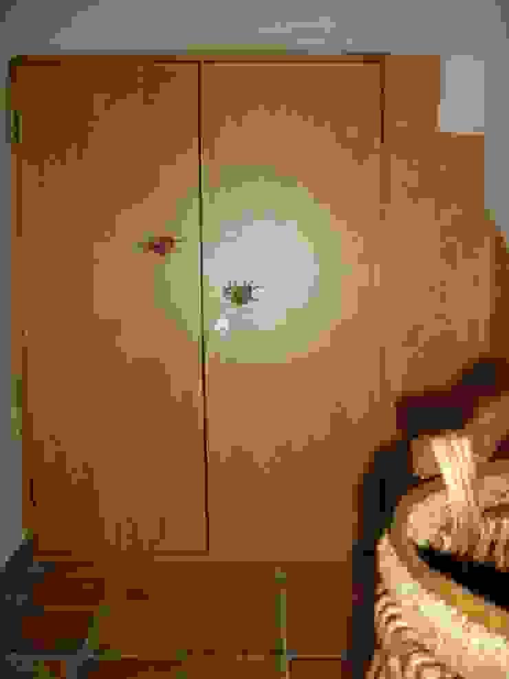 Detalle en closet para sala Puertas y ventanas mediterráneas de Cenquizqui Mediterráneo