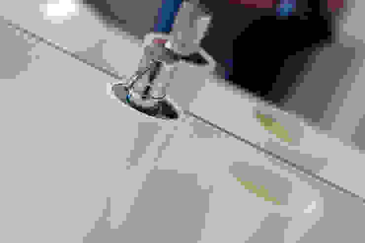 anna jaje Modern style bathrooms