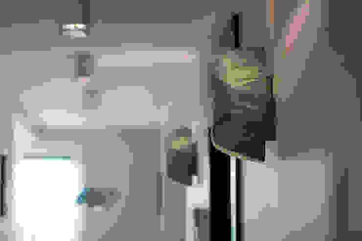 anna jaje Modern corridor, hallway & stairs