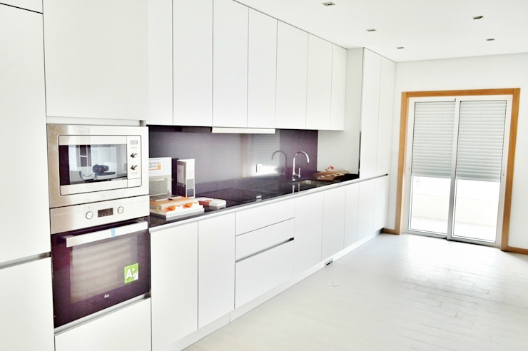 Modern kitchen by Imoproperty - Real Estate & Business Consulting Modern