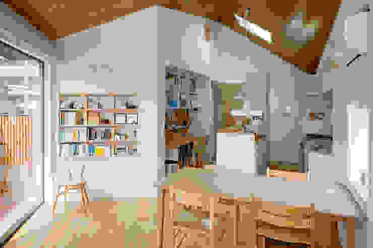 Dining room by 株式会社リオタデザイン,