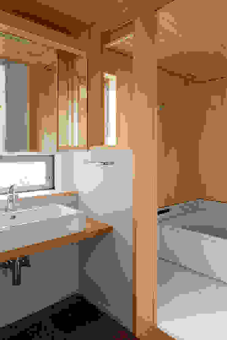 トンガリの家 モダンスタイルの お風呂 の 株式会社リオタデザイン モダン