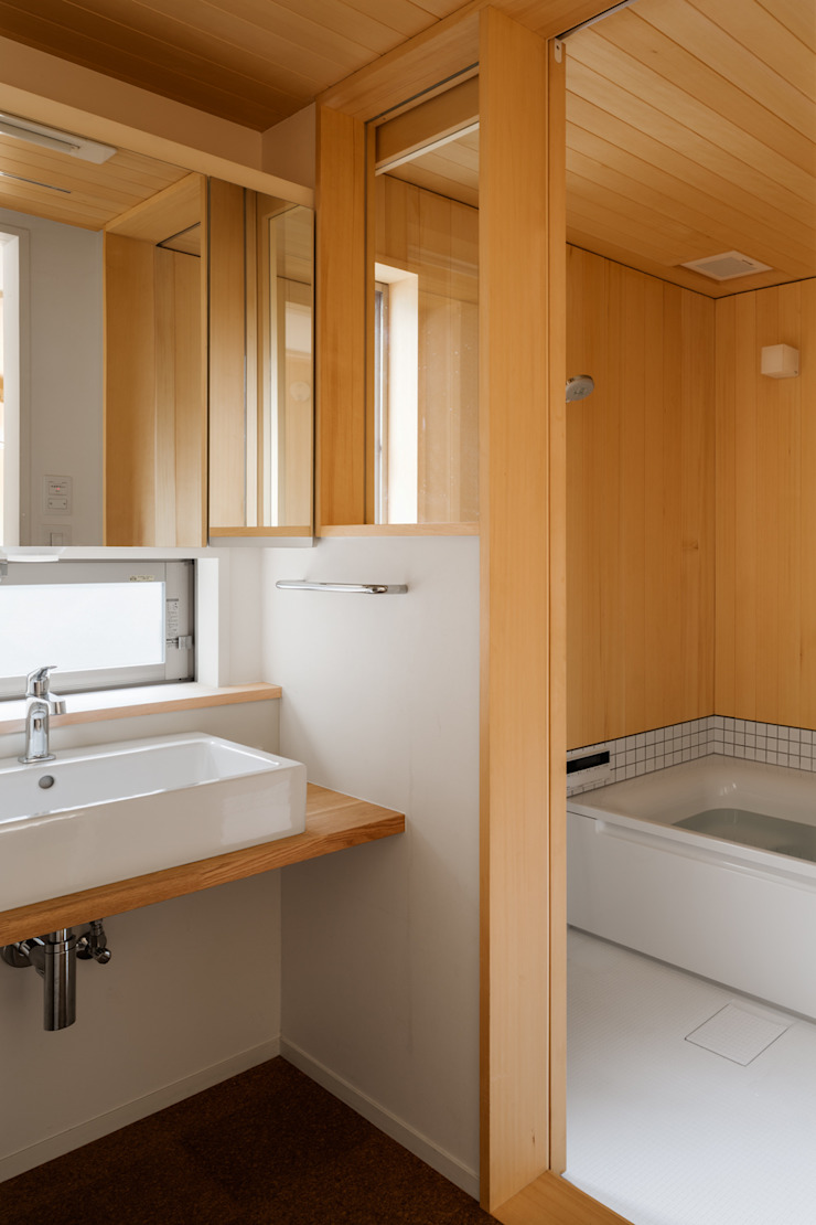 現代浴室設計點子、靈感&圖片 根據 株式会社リオタデザイン 現代風