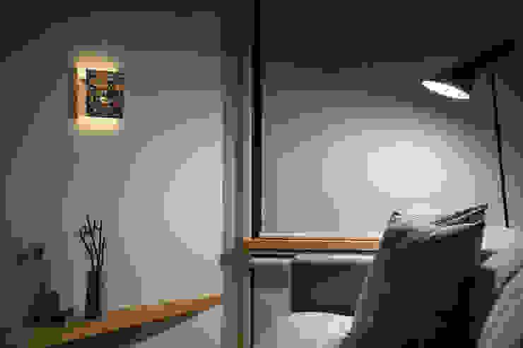 トンガリの家 モダンな 壁&床 の 株式会社リオタデザイン モダン