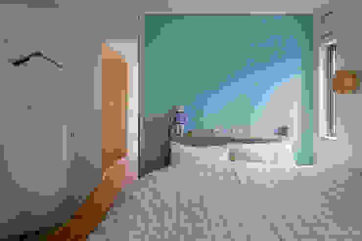 トンガリの家 モダンスタイルの寝室 の 株式会社リオタデザイン モダン
