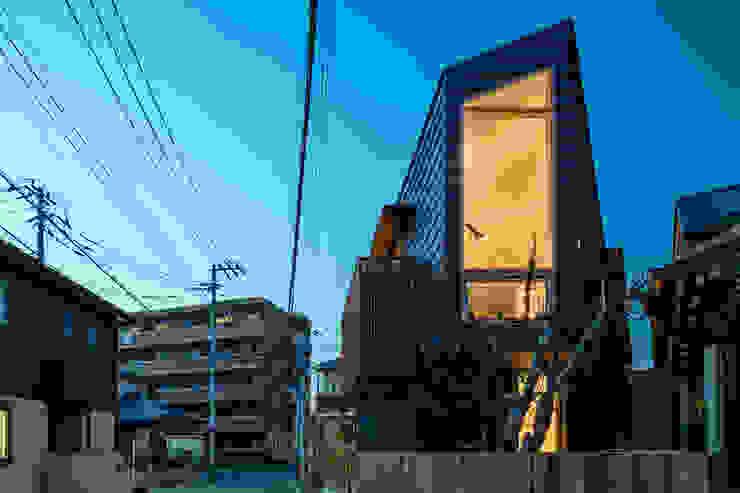 現代房屋設計點子、靈感 & 圖片 根據 株式会社リオタデザイン 現代風