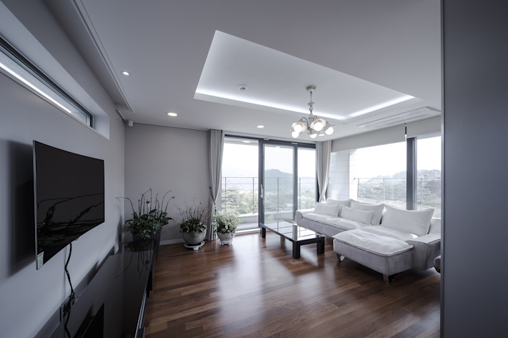 평창동주택: 유오에스건축사사무소(주)의  거실