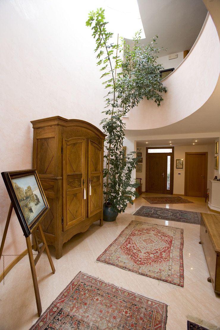 Studio Associato Architetti Luisa Movio Michele Poletto Pasillos, vestíbulos y escaleras de estilo clásico