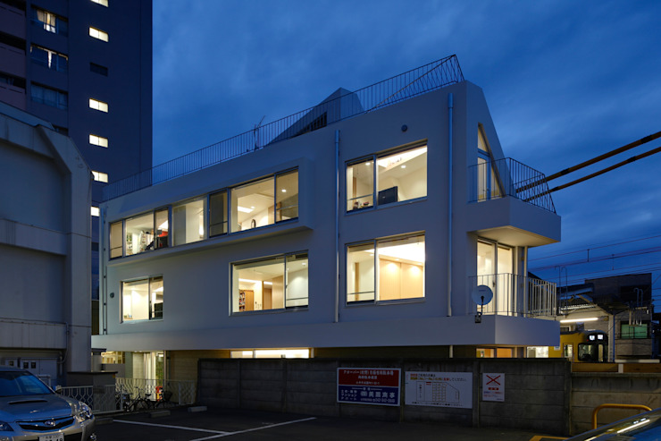 Modern houses by 仲摩邦彦建築設計事務所 / Nakama Kunihiko Architects Modern