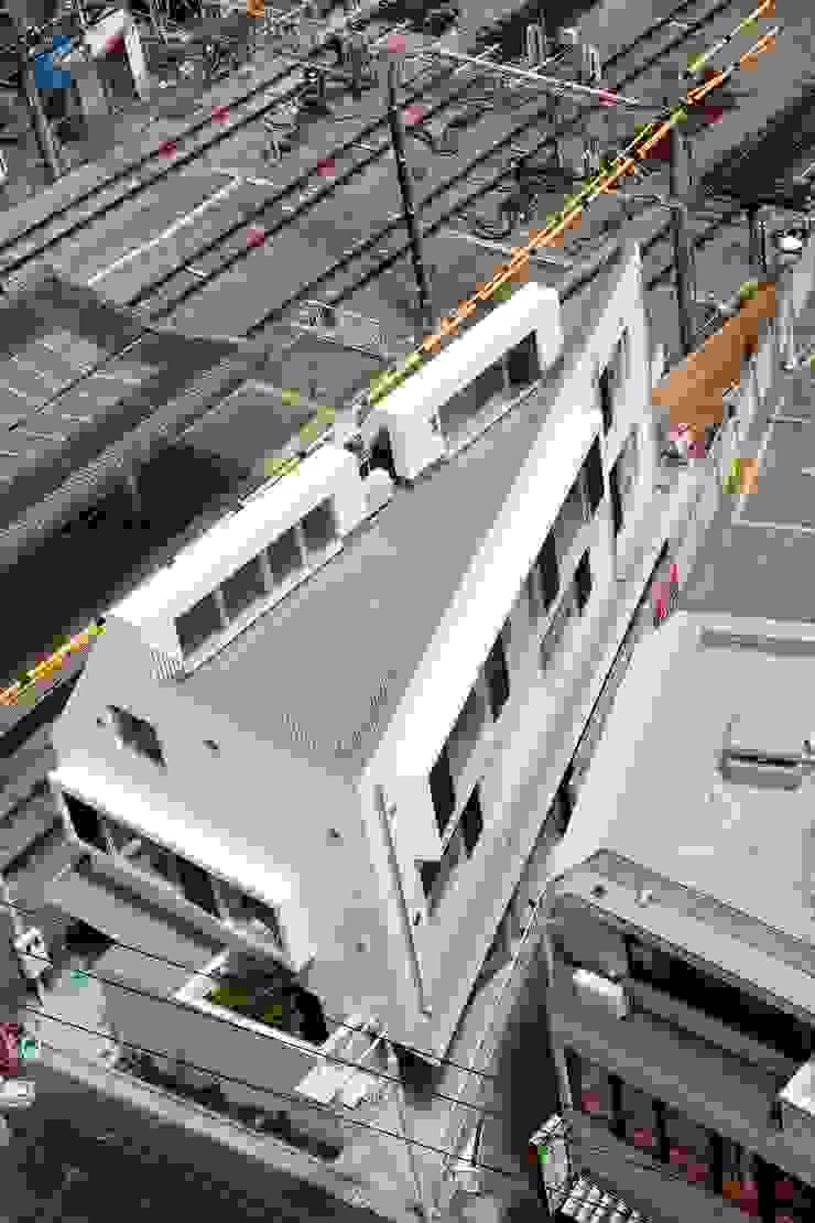 現代房屋設計點子、靈感 & 圖片 根據 仲摩邦彦建築設計事務所 / Nakama Kunihiko Architects 現代風