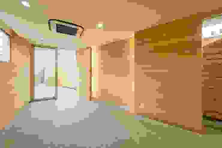 店舗: 仲摩邦彦建築設計事務所 / Nakama Kunihiko Architectsが手掛けた壁です。,モダン