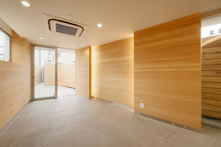 Modern walls & floors by 仲摩邦彦建築設計事務所 / Nakama Kunihiko Architects Modern