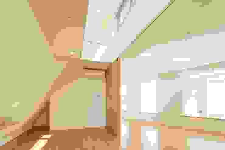 リビング・ダイニング: 仲摩邦彦建築設計事務所 / Nakama Kunihiko Architectsが手掛けたリビングです。,モダン