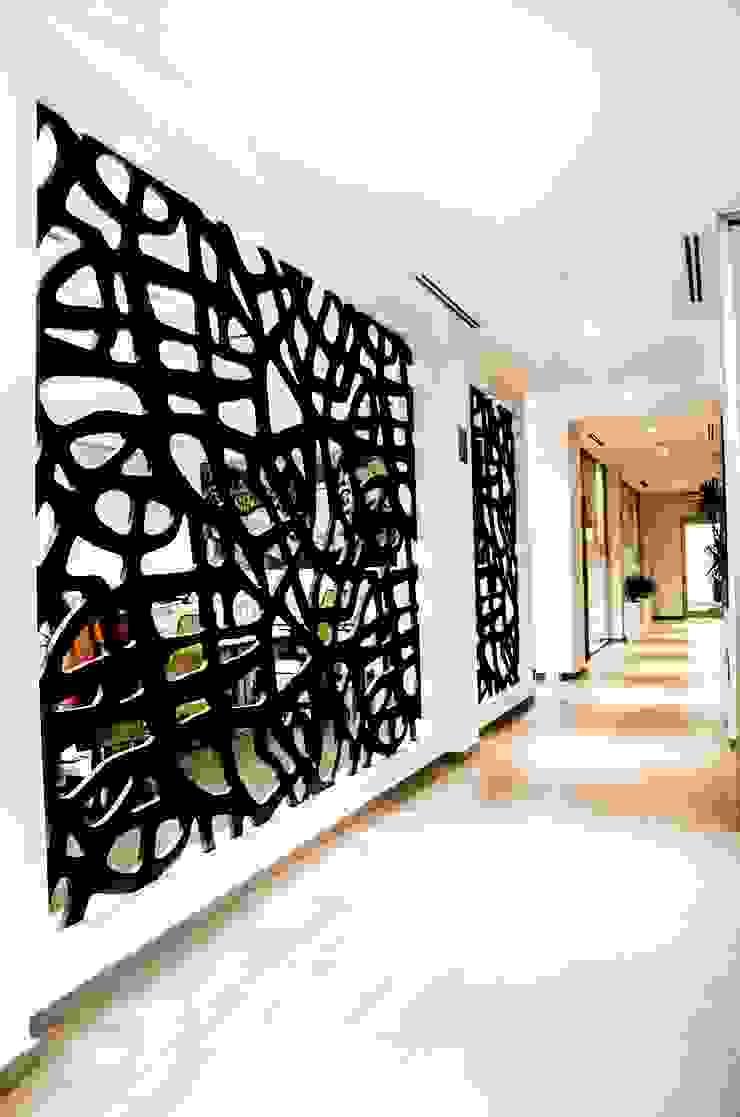 Modern Corridor, Hallway and Staircase by ARKOT arquitectura + construcción Modern
