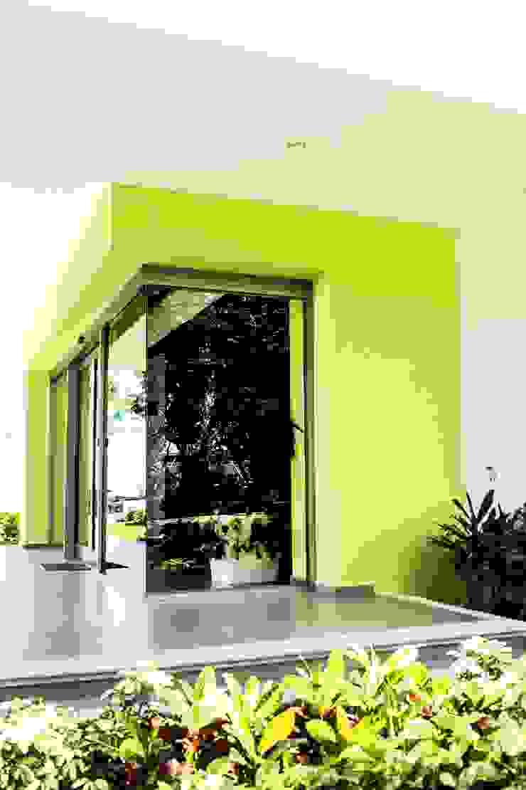 Modern Windows and Doors by ARKOT arquitectura + construcción Modern