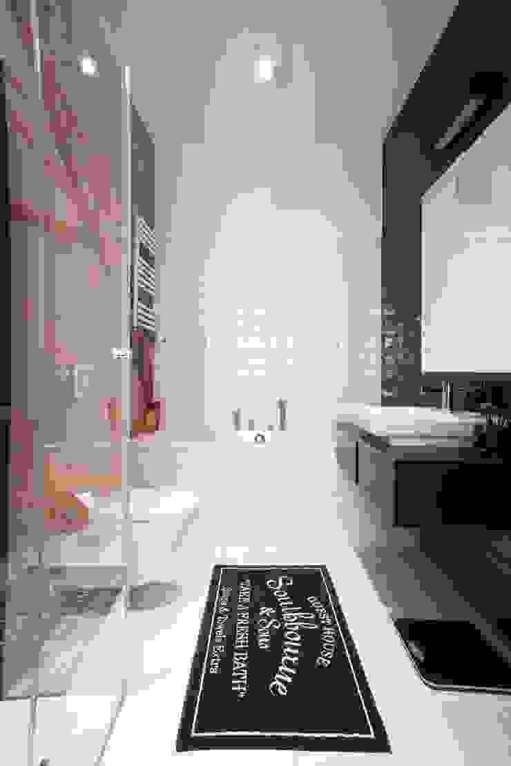 MIESZKANIE 75m2_WARSZAWA_ŻOLIBORZ Nowoczesna łazienka od I Home Studio Barbara Godawska Nowoczesny