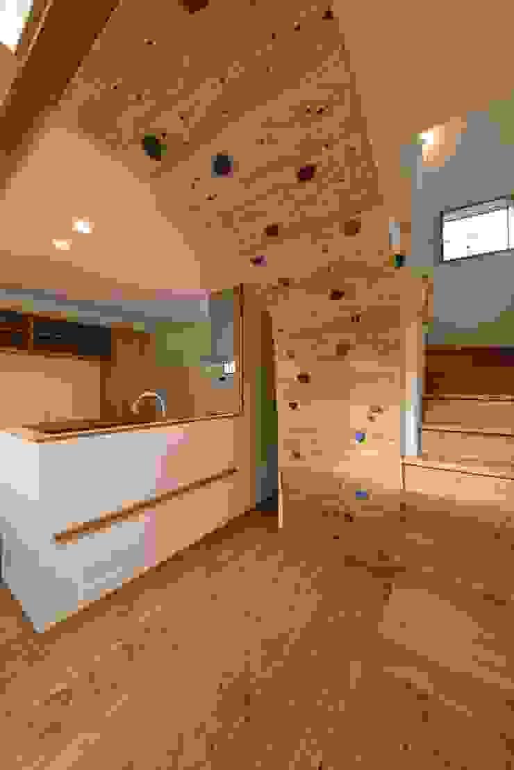 ボルダリング壁 アトリエdoor一級建築士事務所 モダンな キッチン