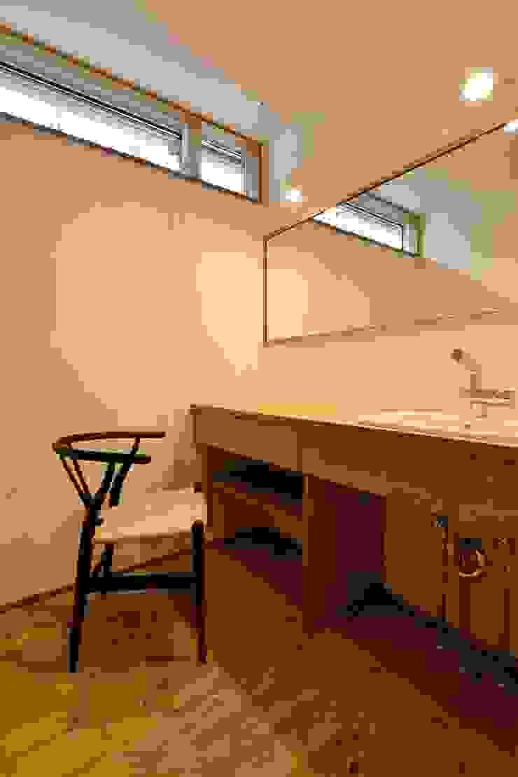 洗面所の鏡 アトリエdoor一級建築士事務所 モダンスタイルの お風呂