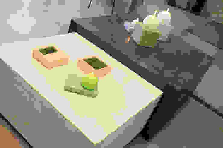 Les Bétons de Clara Living roomSide tables & trays