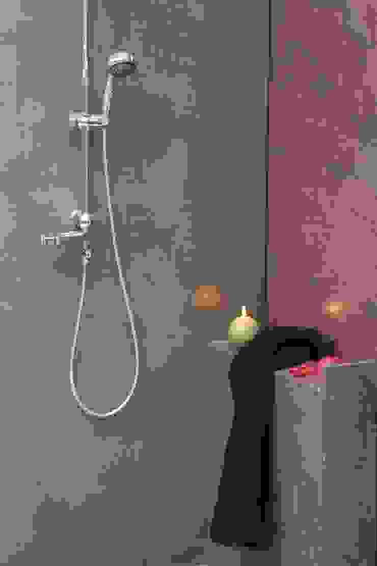 Les Bétons de Clara Modern Bathroom