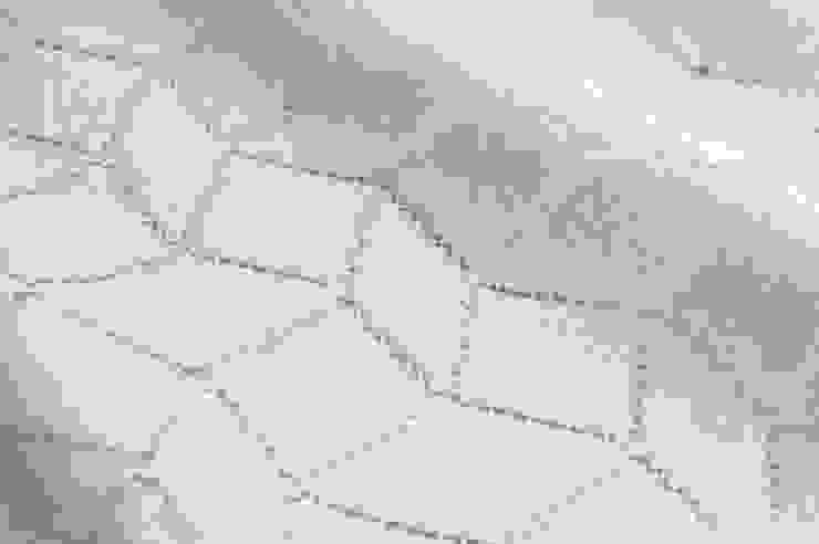 7985 Geometric - White de MYB Textiles Moderno