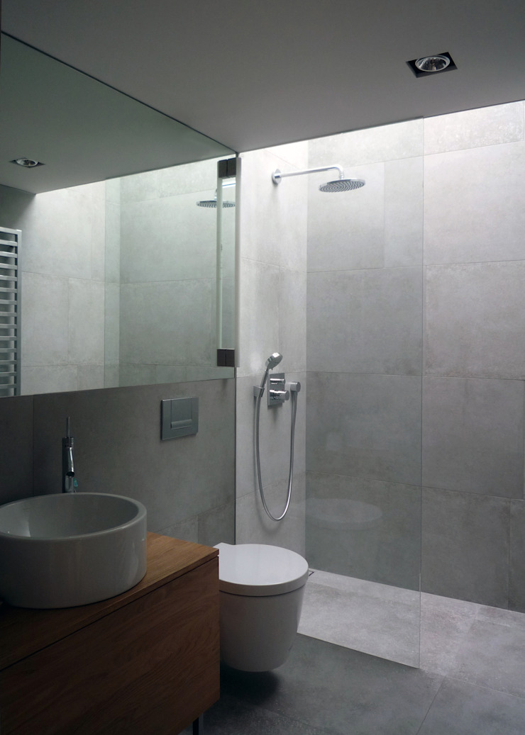 Modern Bathroom by Architekt Zoran Bodrozic Modern