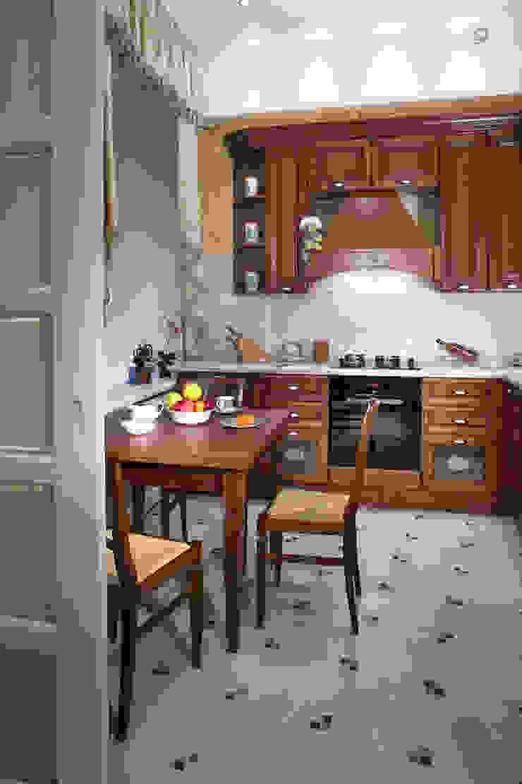 Квартира в классическом стиле Кухня в классическом стиле от Fusion Design Классический