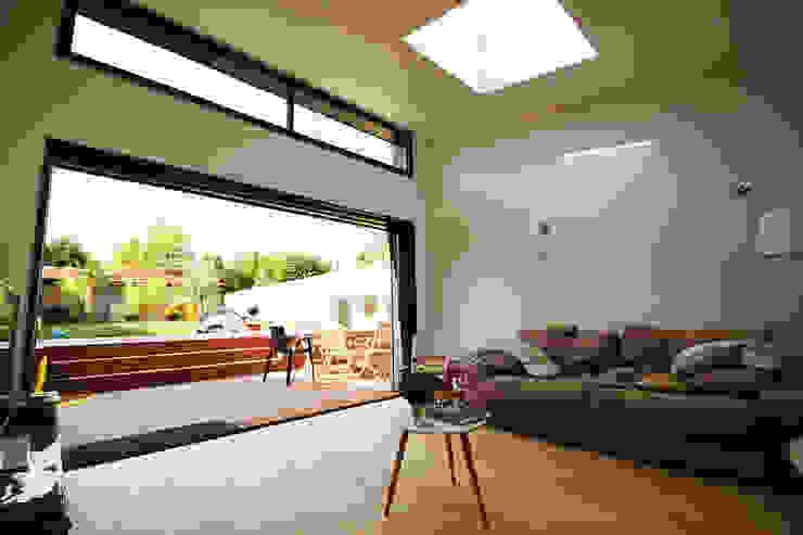 Franck LABBAY Architecte: modern tarz , Modern