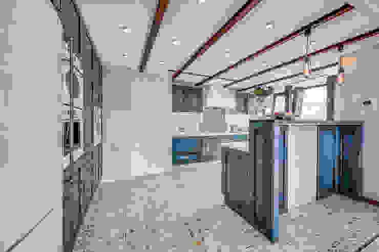 Пентхаус в Санкт-Петербурге Кухня в стиле лофт от Very'Wood Лофт