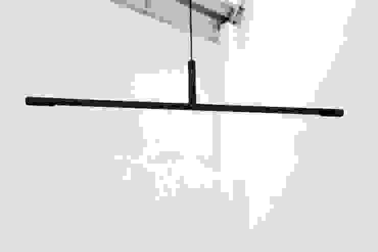 Inutile, suspended van Daphna Laurens Minimalistisch