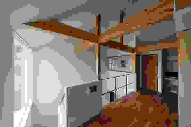 生駒の家 House in Ikoma モダンデザインの 多目的室 の arbol モダン