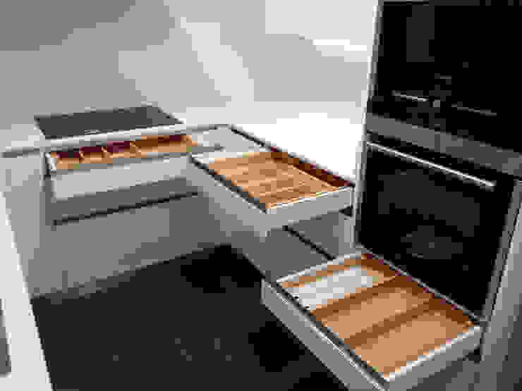 Cocina elegante full equip Cocinas de estilo moderno de femcuines Moderno