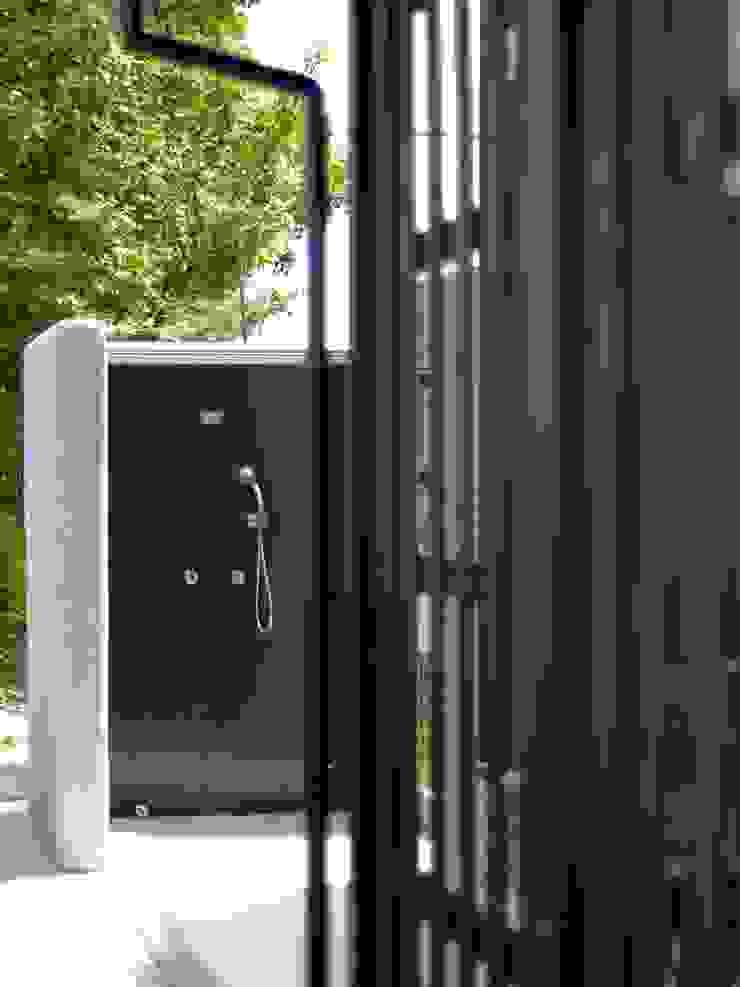 屋外シャワーコーナー ラスティックスタイルの お風呂・バスルーム の 篠田 望デザイン一級建築士事務所 ラスティック