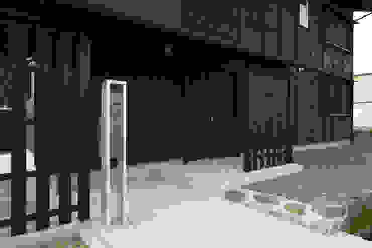 既存の石積みを残す ラスティックな 家 の 篠田 望デザイン一級建築士事務所 ラスティック