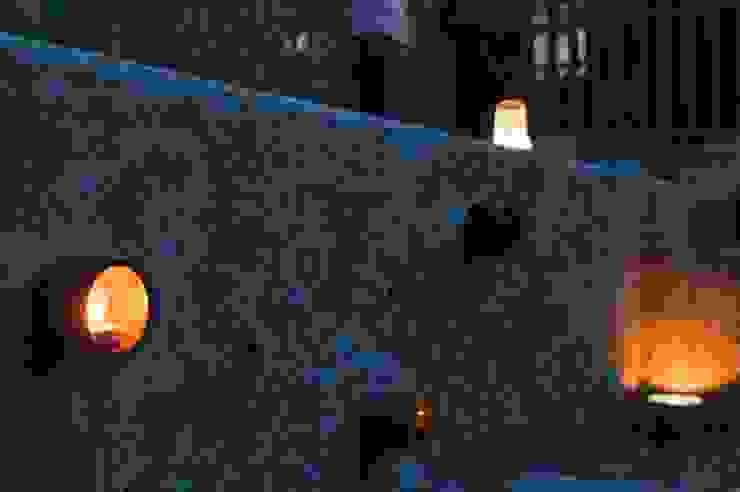 陶製キャンドルスタンド: 篠田 望デザイン一級建築士事務所が手掛けた素朴なです。,ラスティック