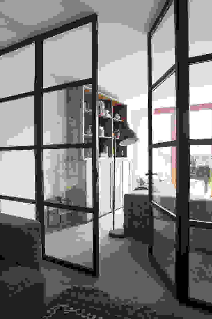 stalen binnendeuren Moderne ramen & deuren van Boks architectuur Modern