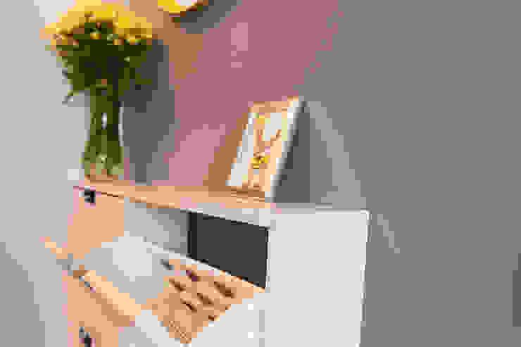 L'Essenziale Home Designs Scandinavian style corridor, hallway& stairs