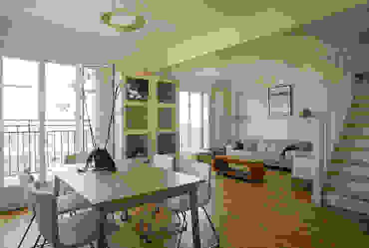 Un Duplex revisité -Neuilly: Salle à manger de style  par ATELIER FB, Moderne