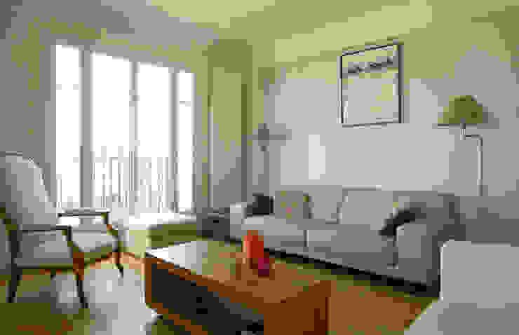 Un Duplex revisité -Neuilly: Salon de style  par ATELIER FB, Moderne