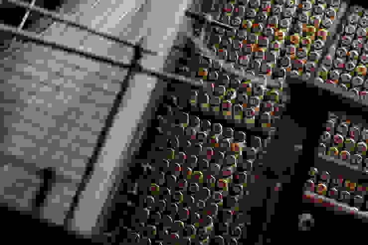 6000 bobbins on each 9 metre wide loom par MYB Textiles Minimaliste