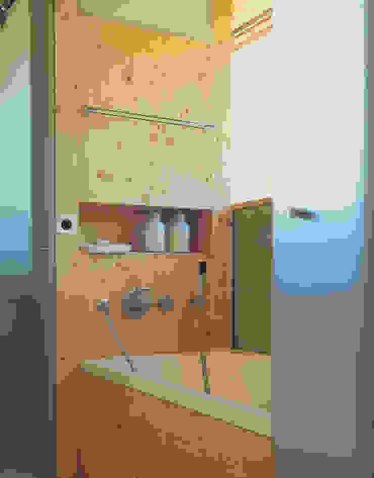 Solarhaus III in Ebnat-Kappel CH, 2000 Minimalistische Badezimmer von Dietrich Schwarz Architekten AG Minimalistisch
