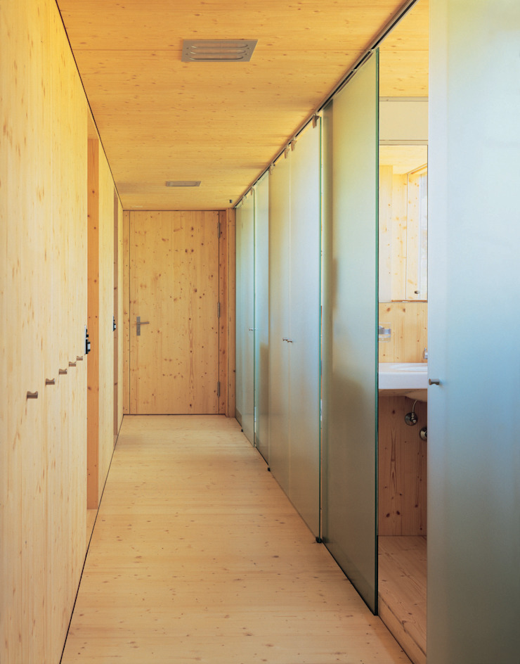 Dietrich Schwarz Architekten AG Ingresso, Corridoio & Scale in stile minimalista