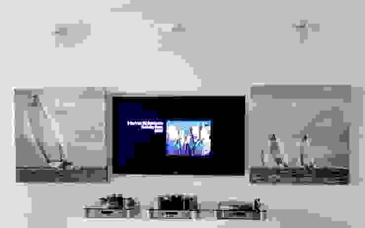 Ostańska design Modern media room