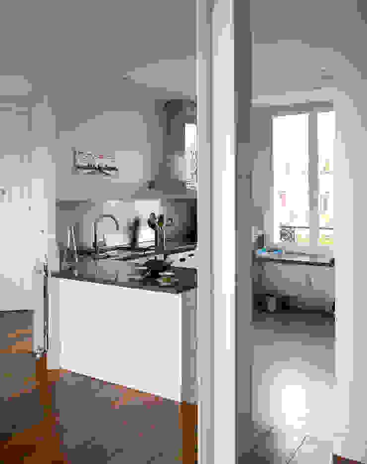 Cocinas de estilo moderno de ATELIER FB Moderno