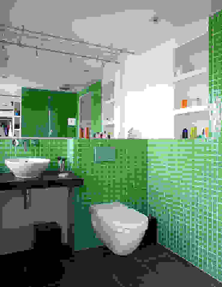 Baños de estilo moderno de ATELIER FB Moderno
