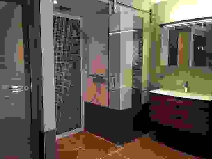 Baños modernos de Tirolia GmbH Moderno