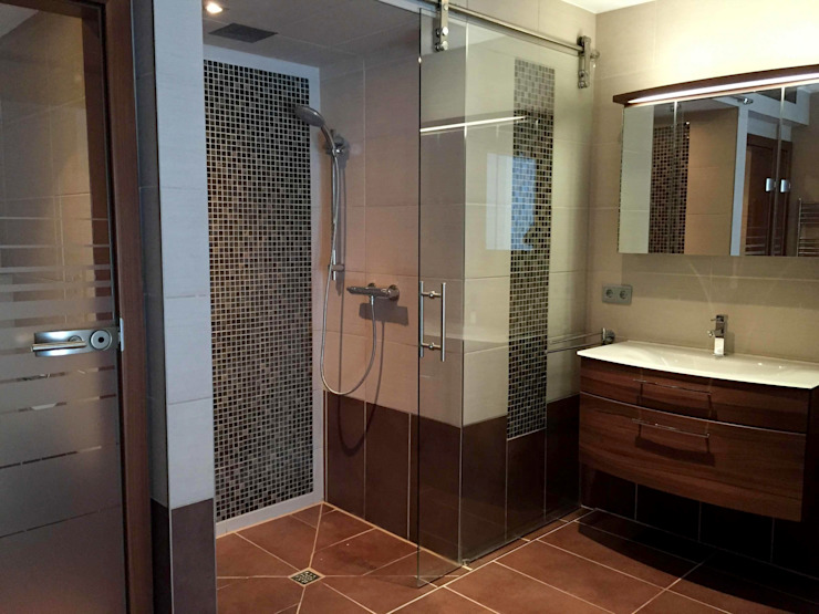 Moderne badkamers van Tirolia GmbH Modern
