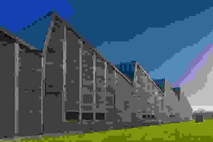 Bedrijfspand Mega Hout & Plaat te Drachten Industriële kantoorgebouwen van Dorenbos Architekten bv Industrieel